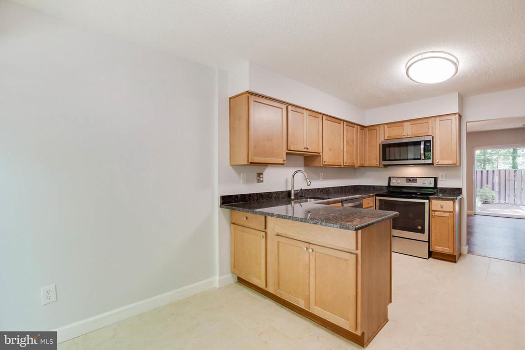 Kitchen with Table Area - 2316 SOUTHGATE SQ, RESTON