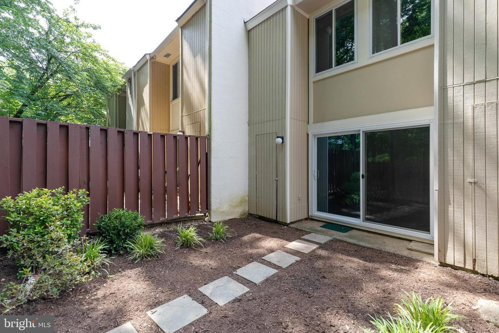 Fully Fenced Back Yard - 2316 SOUTHGATE SQ, RESTON