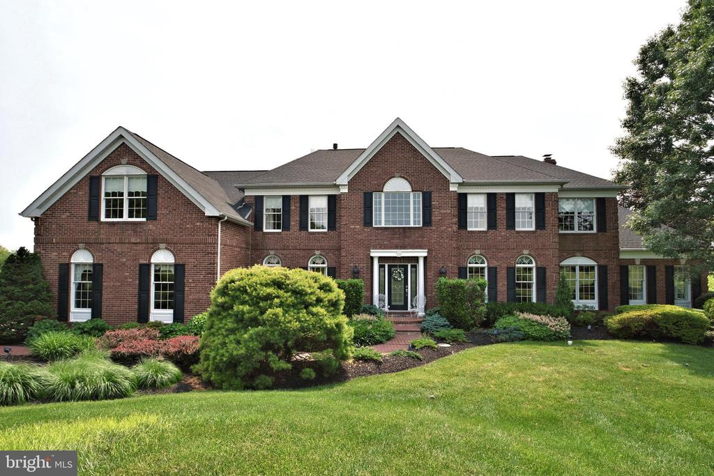 113  FOX HILL DRIVE, Newtown, Pennsylvania