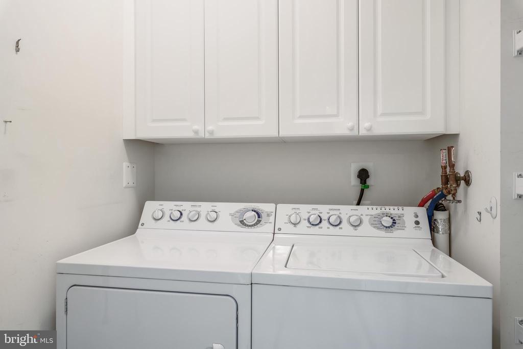 Laundry - 19360 MAGNOLIA GROVE SQ #403, LEESBURG
