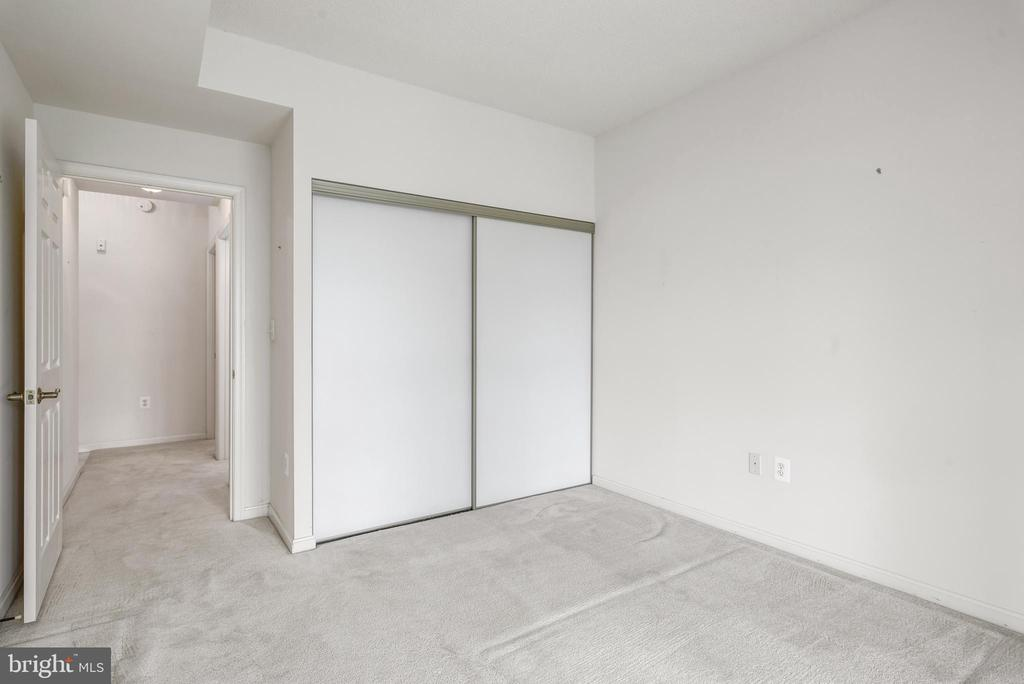 Guest Room - 19360 MAGNOLIA GROVE SQ #403, LEESBURG
