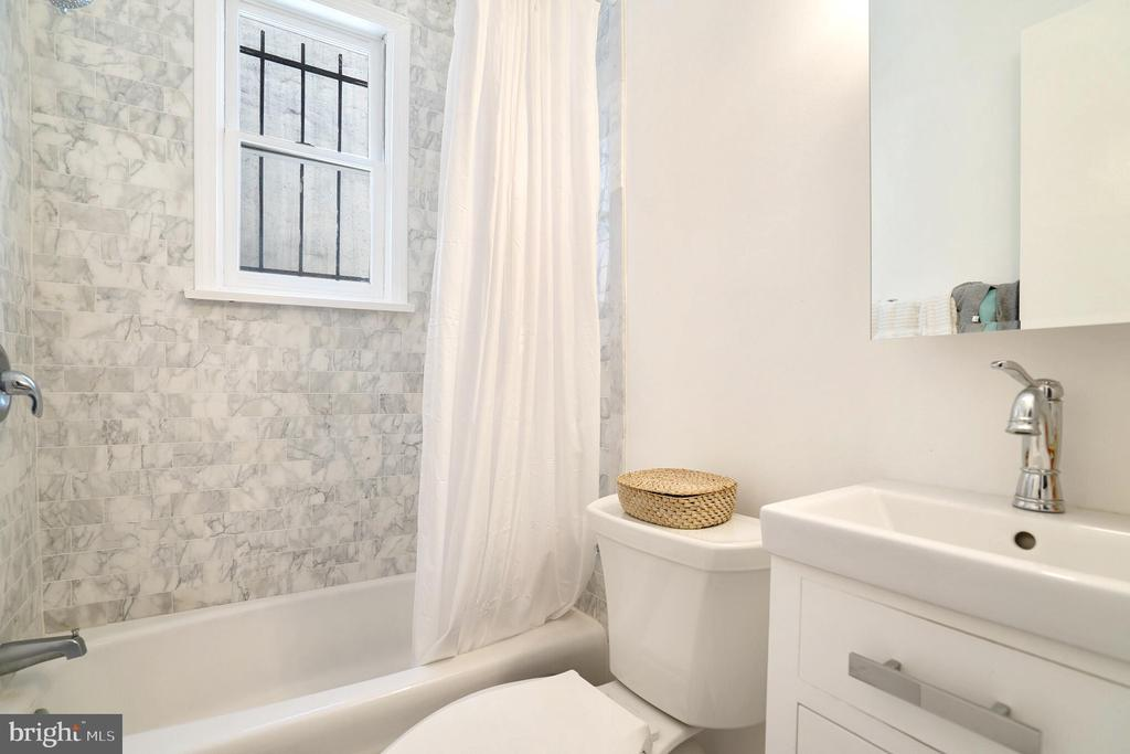 Unit #2 renovated bathroom with marble tile - 1009 O ST NW, WASHINGTON