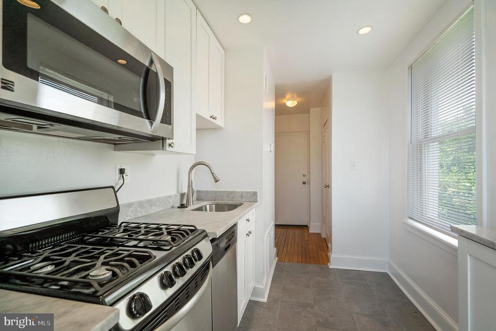 Unit #4 kitchen with marble and stainless - 1009 O ST NW, WASHINGTON