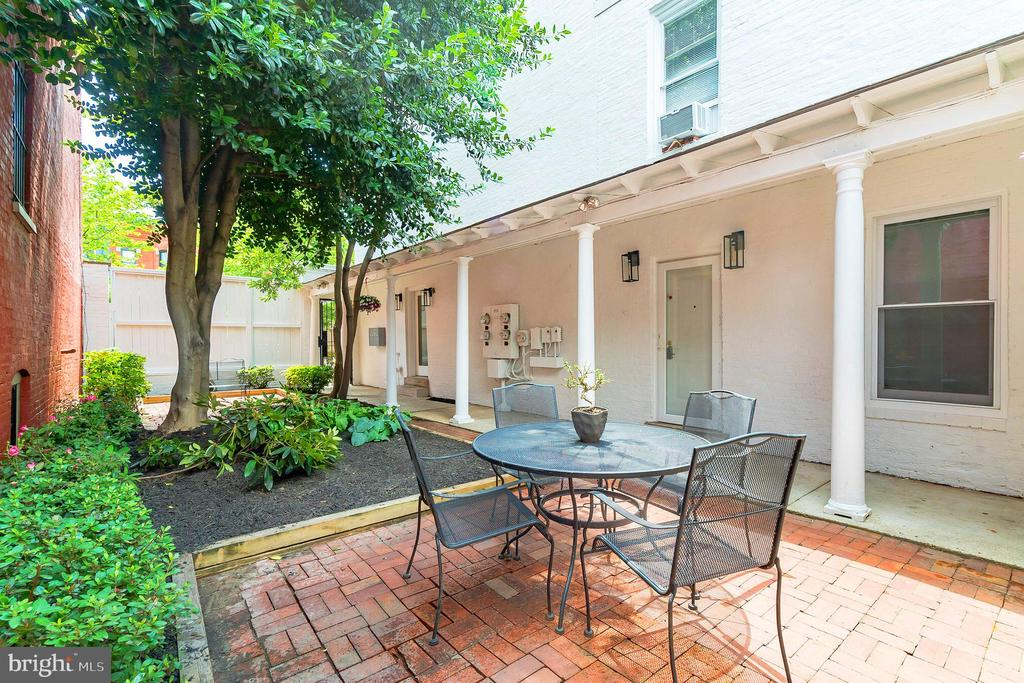 Courtyard is surrounded by a charming porch roof. - 1009 O ST NW, WASHINGTON