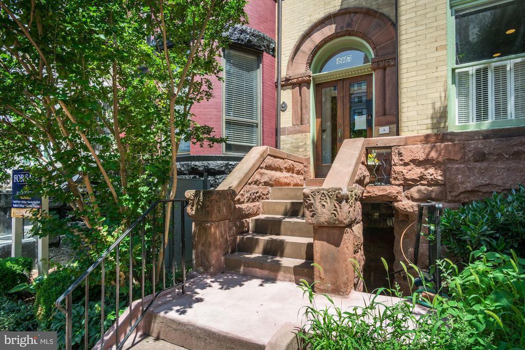 Gorgeous Classic Entrance - 2115 N ST NW #1, WASHINGTON
