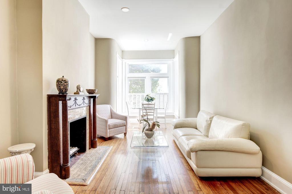 Spacious Bright Living Room - 2115 N ST NW #1, WASHINGTON