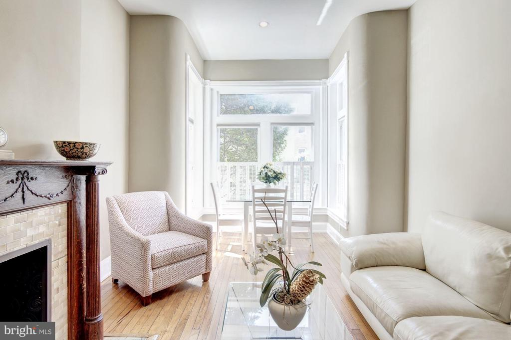 Gleaming Harwood Floors in Living Area - 2115 N ST NW #1, WASHINGTON