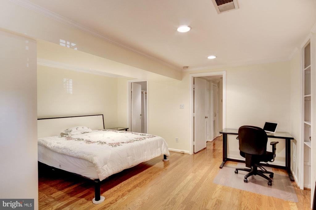 MBR with Gleaming  Wood Floors - 2115 N ST NW #1, WASHINGTON