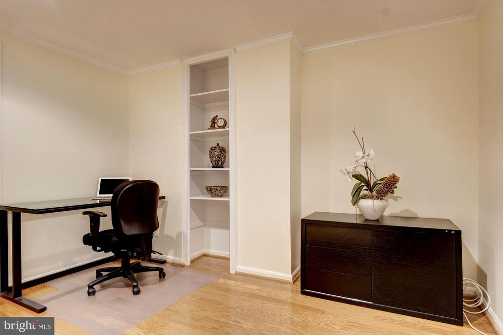 MBR desk and shelfings - 2115 N ST NW #1, WASHINGTON