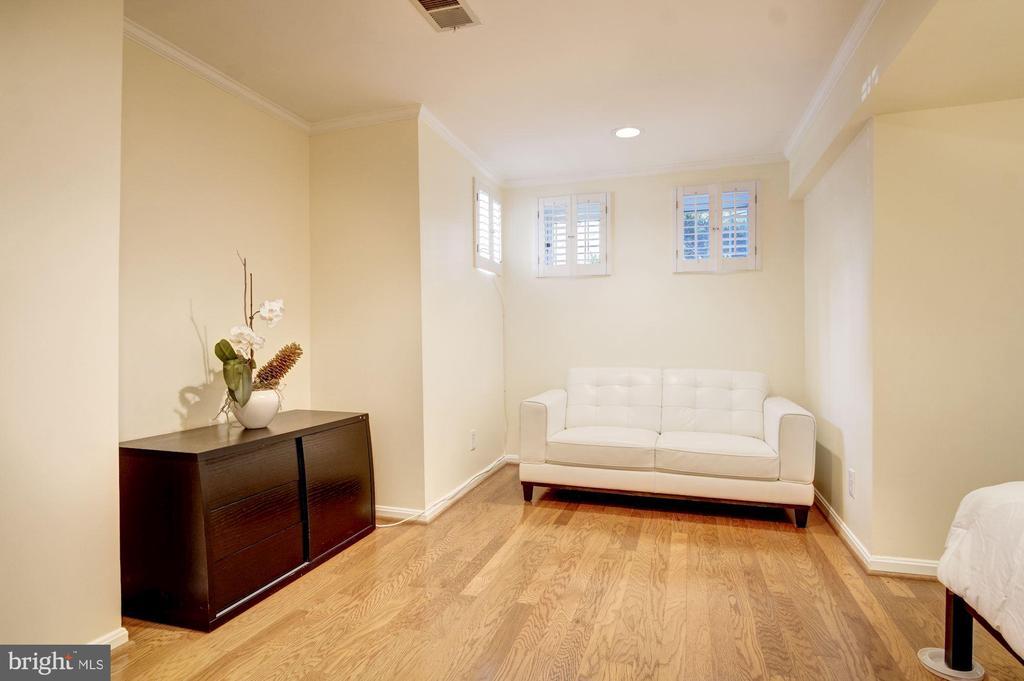 Bright Sitting Area. - 2115 N ST NW #1, WASHINGTON