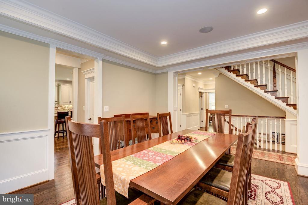 Formal Dining Access To Kitchen And Butlers Pantry - 5823 PHOENIX DR, BETHESDA