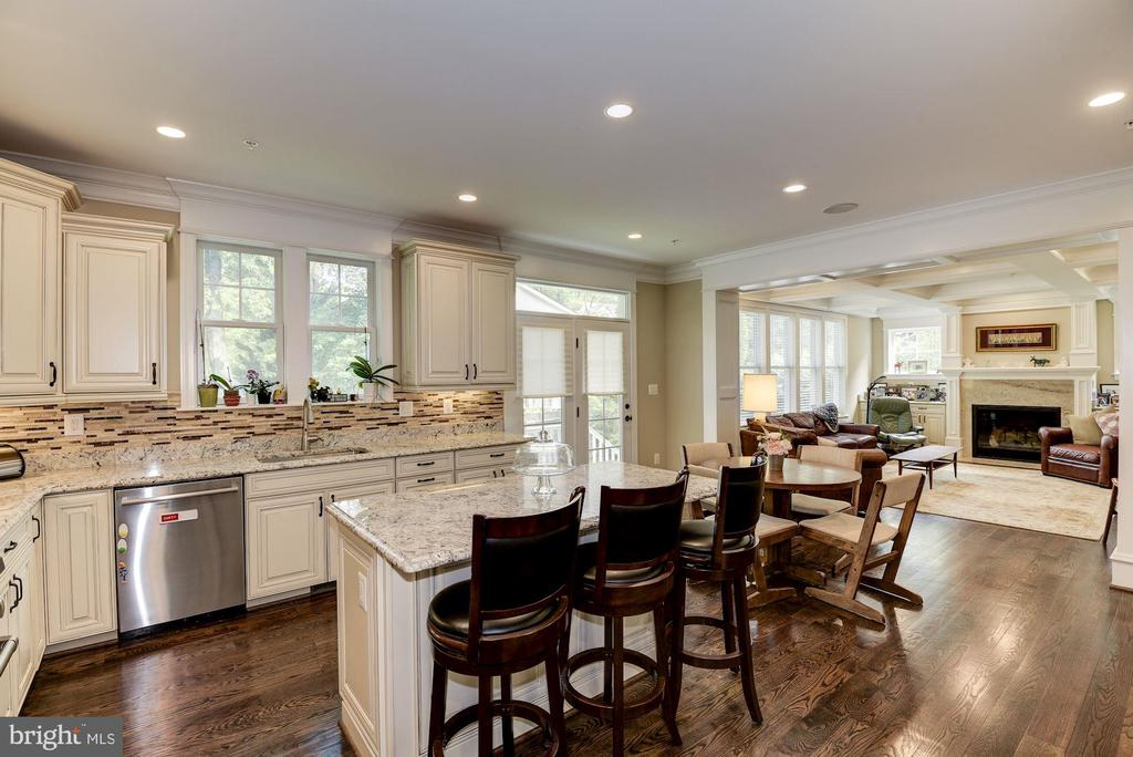 Fabulous Space For Entertaining - 5823 PHOENIX DR, BETHESDA