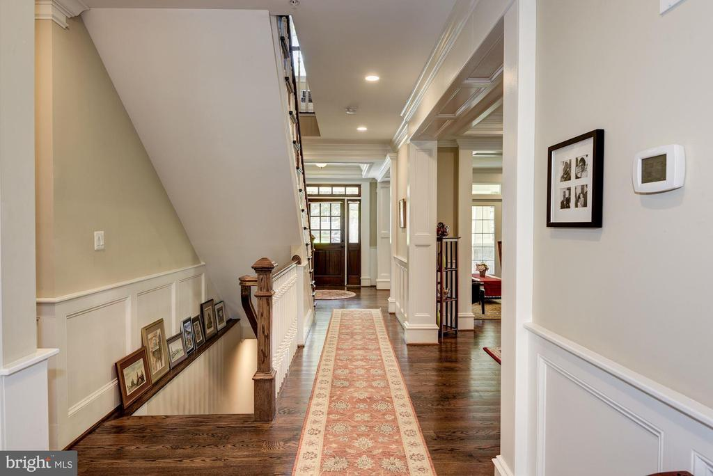 Entry Hall - 5823 PHOENIX DR, BETHESDA