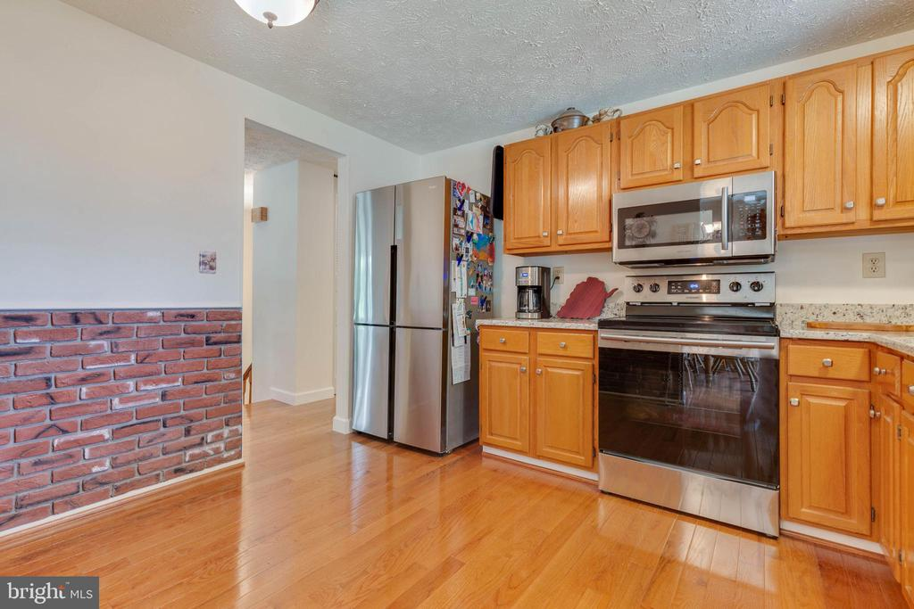 Kitchen with Stainless Steel Appliances - 4420 CUB RUN RD, CHANTILLY