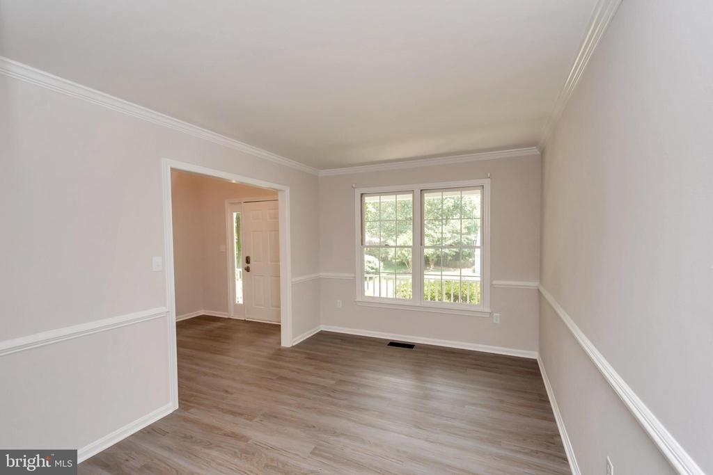 Formal Living Room w/ Crown Molding & Chair Rail - 5021 QUEENSBURY CIR, FREDERICKSBURG