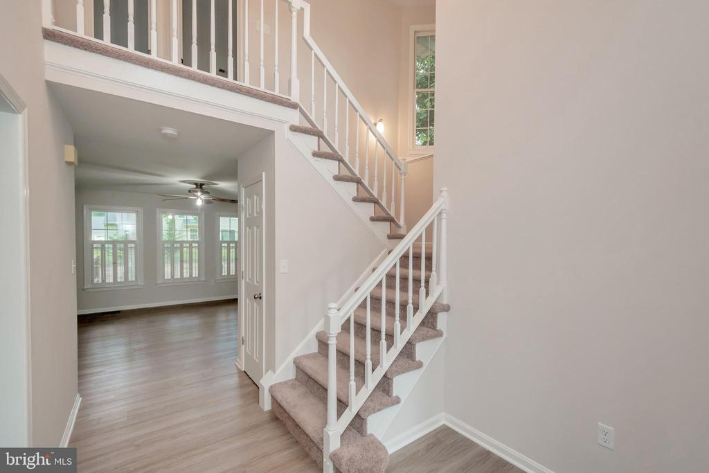 2 Story Foyer - 5021 QUEENSBURY CIR, FREDERICKSBURG