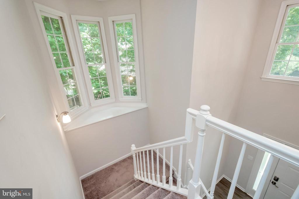 Staircase with Bay Window - 5021 QUEENSBURY CIR, FREDERICKSBURG