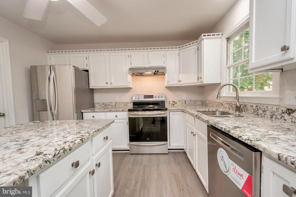 Upgraded Granite Level and NEW Appliances - 5021 QUEENSBURY CIR, FREDERICKSBURG