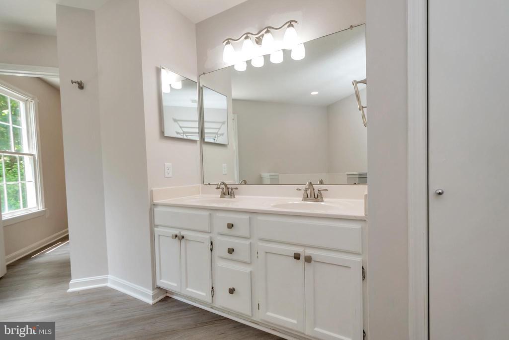 Master Bath Dual Vanity - 5021 QUEENSBURY CIR, FREDERICKSBURG