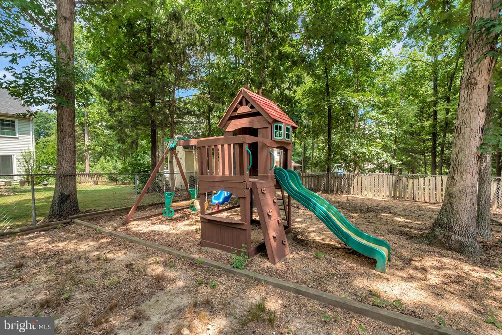 Fully Fenced Rear Yard with Playscape - 5021 QUEENSBURY CIR, FREDERICKSBURG