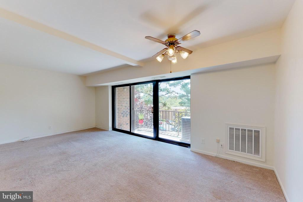 Freshly painted and move in ready - 7806 DASSETT CT #203, ANNANDALE