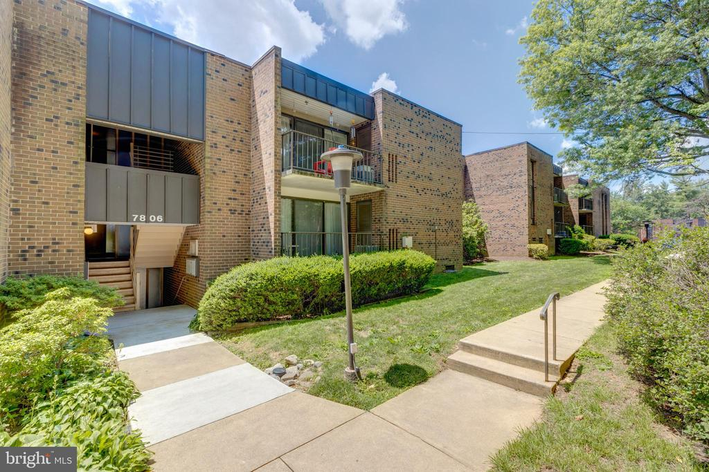 All brick condos in the heart of Annandale - 7806 DASSETT CT #203, ANNANDALE