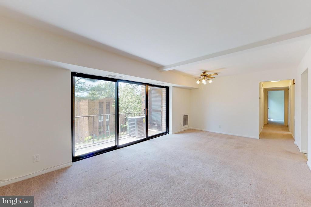 The light and bright living room with balcony - 7806 DASSETT CT #203, ANNANDALE