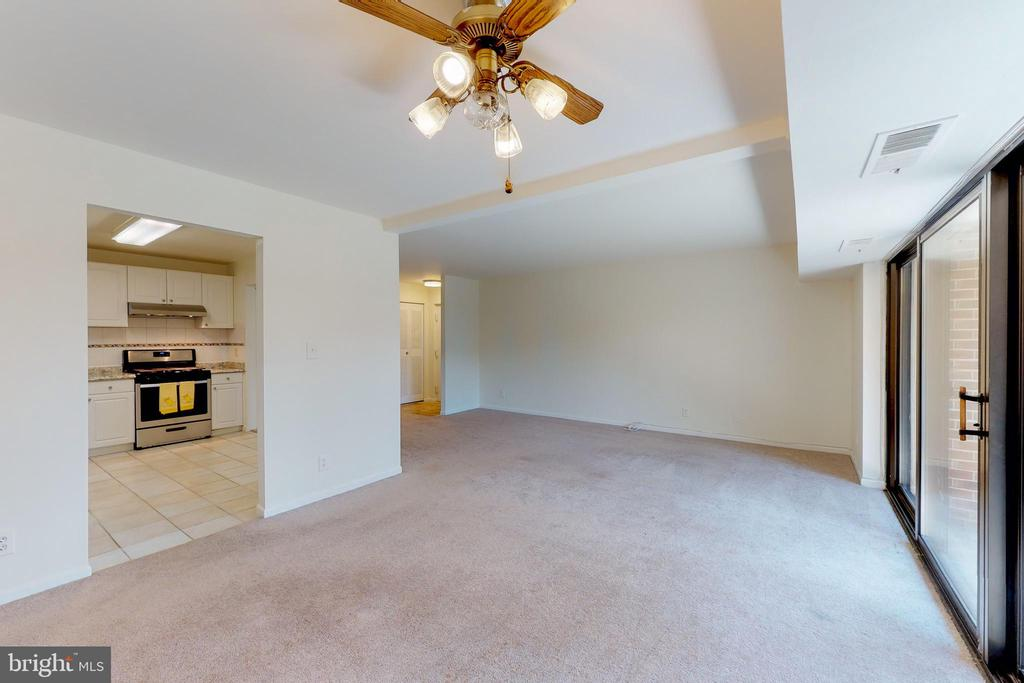 Spacious and open concept - 7806 DASSETT CT #203, ANNANDALE