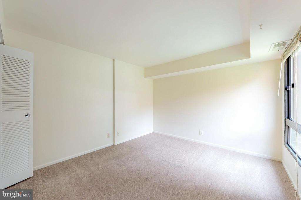 The guest bedroom is large and light filled - 7806 DASSETT CT #203, ANNANDALE