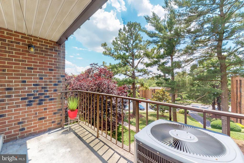 Enjoy the outdoors while home - 7806 DASSETT CT #203, ANNANDALE