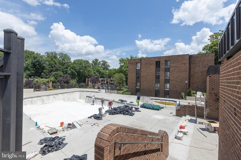 They are getting ready to open pool on 6/15! - 7806 DASSETT CT #203, ANNANDALE