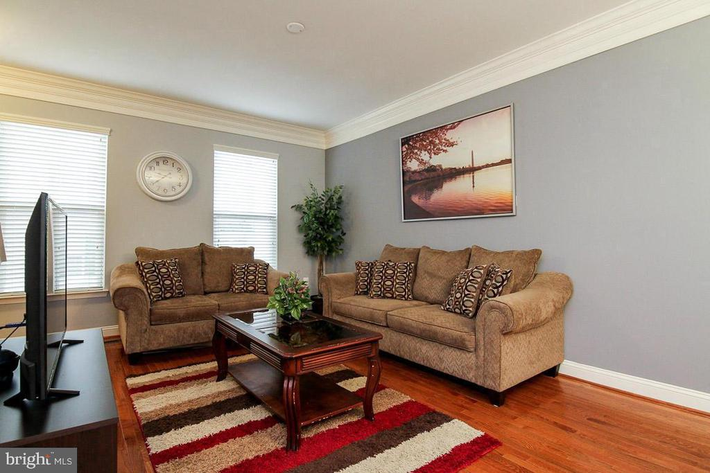Living Room has Beautiful Hardwood Floors - 4306 POTOMAC HIGHLANDS CIR #41, TRIANGLE