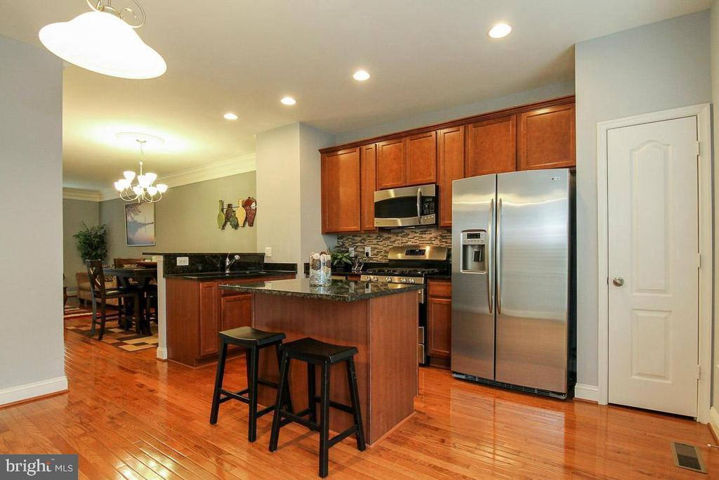 Kitchen has Stainless Steel Appliances - 4306 POTOMAC HIGHLANDS CIR #41, TRIANGLE