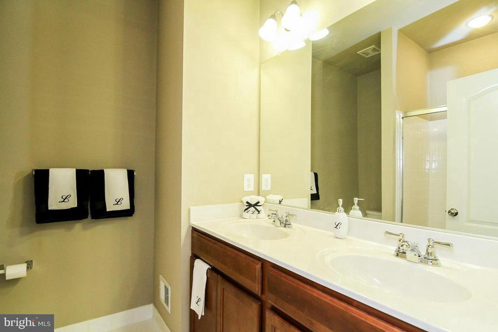 Owner's Bath has Dual Vanity - 4306 POTOMAC HIGHLANDS CIR #41, TRIANGLE