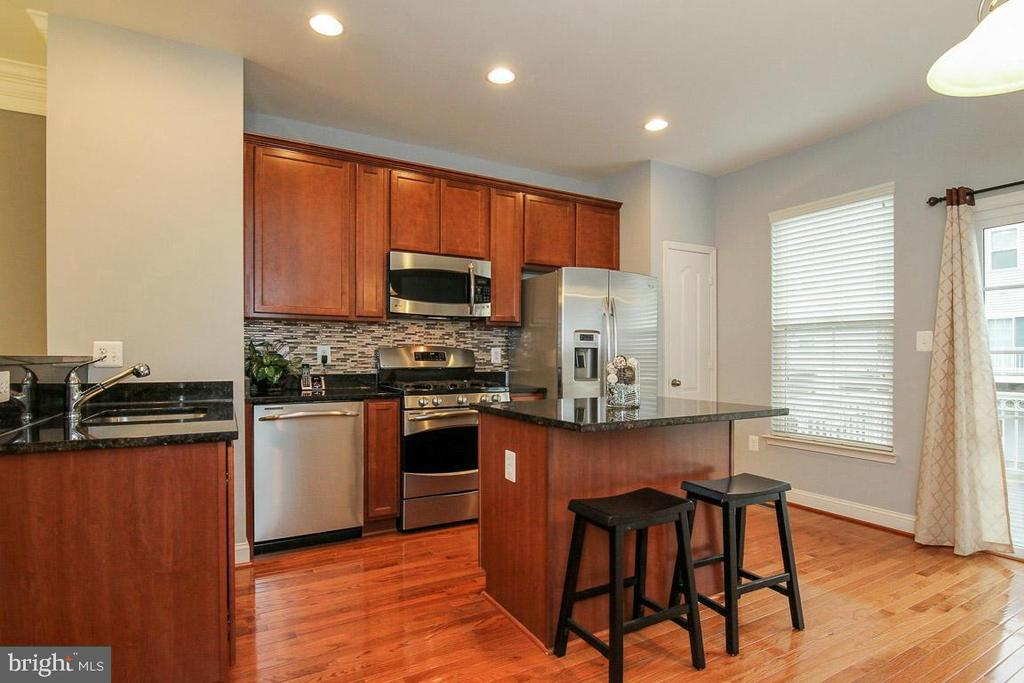 Kitchen has Granite Counter tops and Backsplash - 4306 POTOMAC HIGHLANDS CIR #41, TRIANGLE