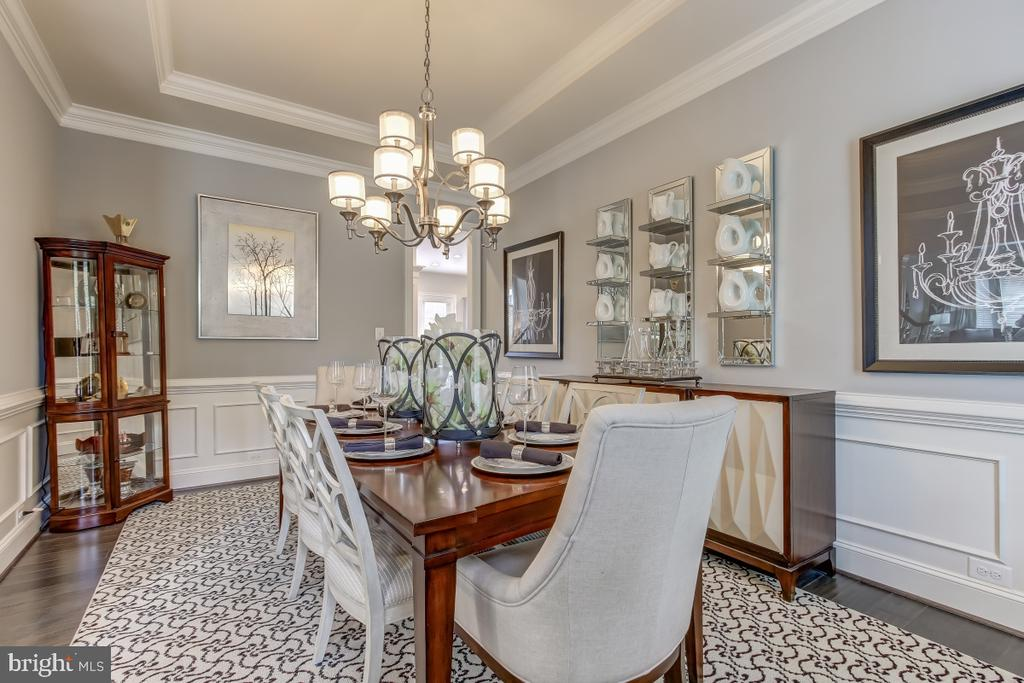 Elegant dining room for entertaining - 2327 DALE DR, FALLS CHURCH