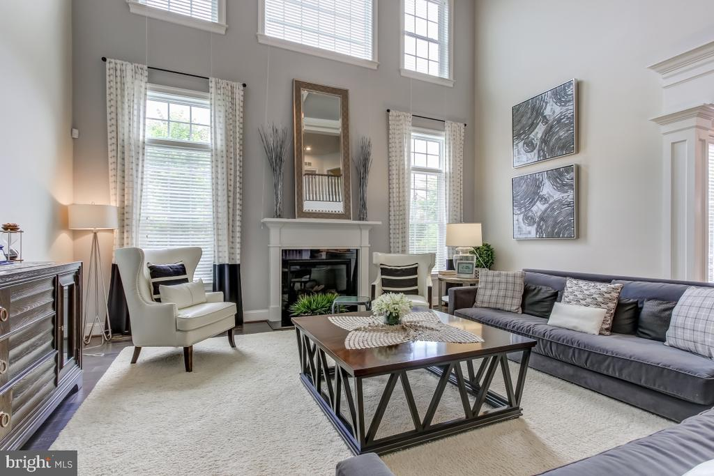 High ceilings and oversize windows for open airine - 2327 DALE DR, FALLS CHURCH