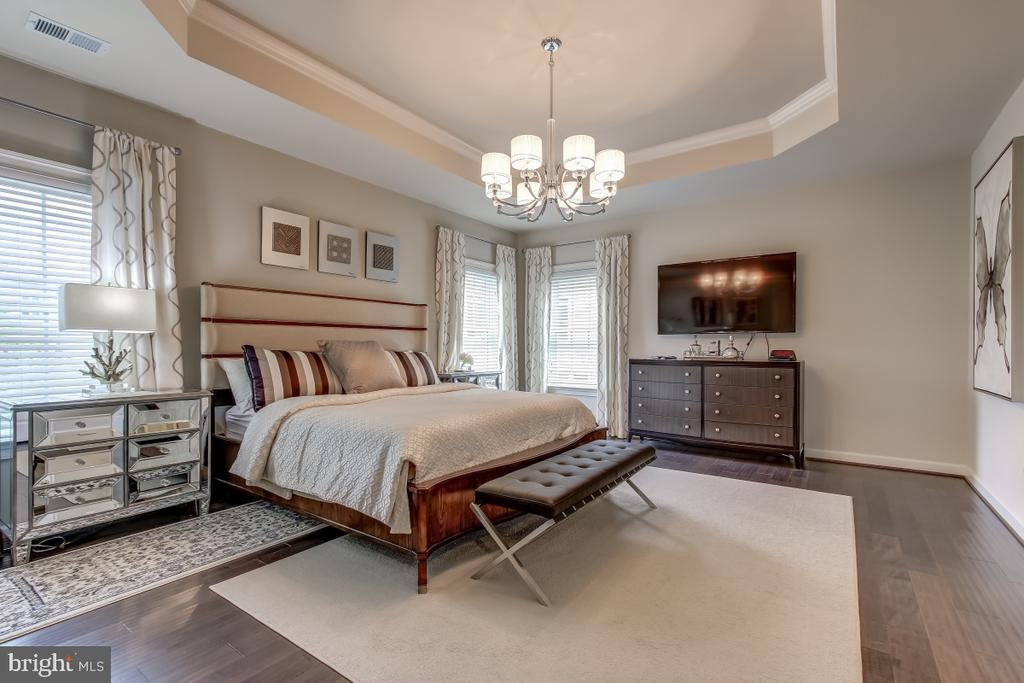 Sumptuous master bedroom suite - 2327 DALE DR, FALLS CHURCH