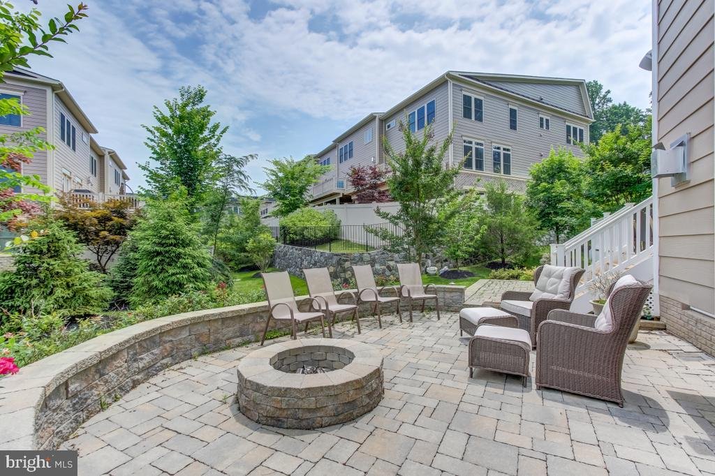 Stone patio and fire pit to extend outdoor season! - 2327 DALE DR, FALLS CHURCH