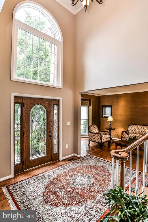 Light Filled Two Story Foyer - 5713 REGAL CREST CT, CLIFTON