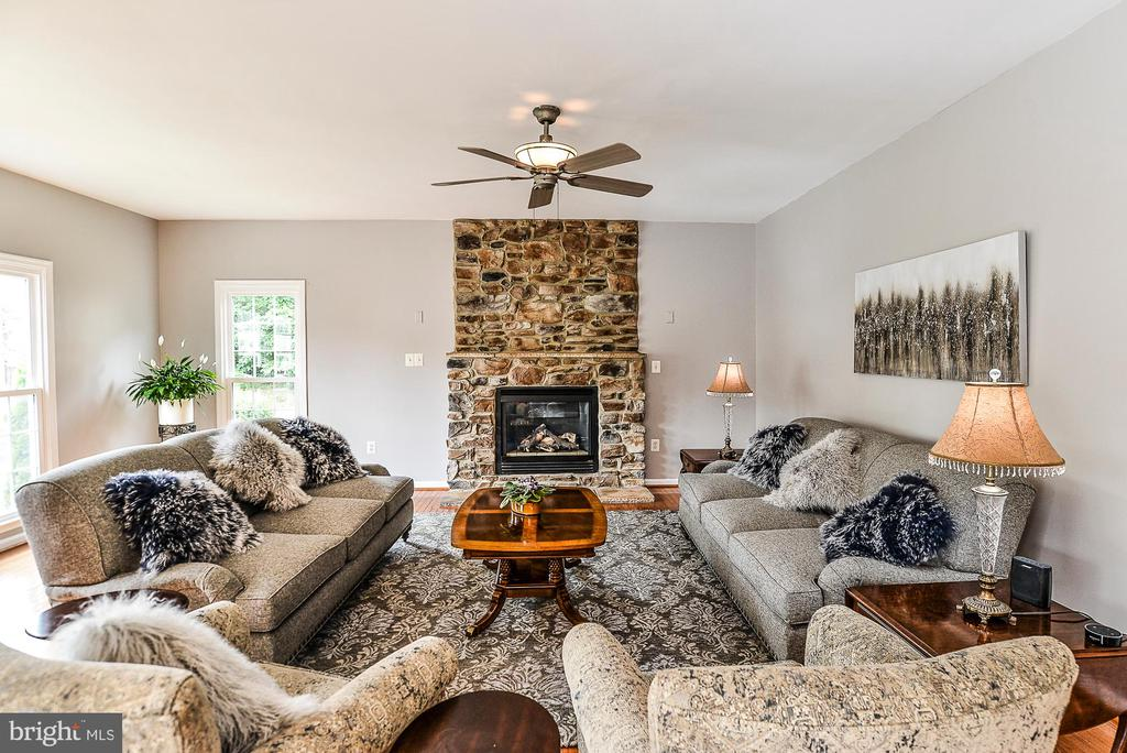 Over Sized Family Room - 5713 REGAL CREST CT, CLIFTON