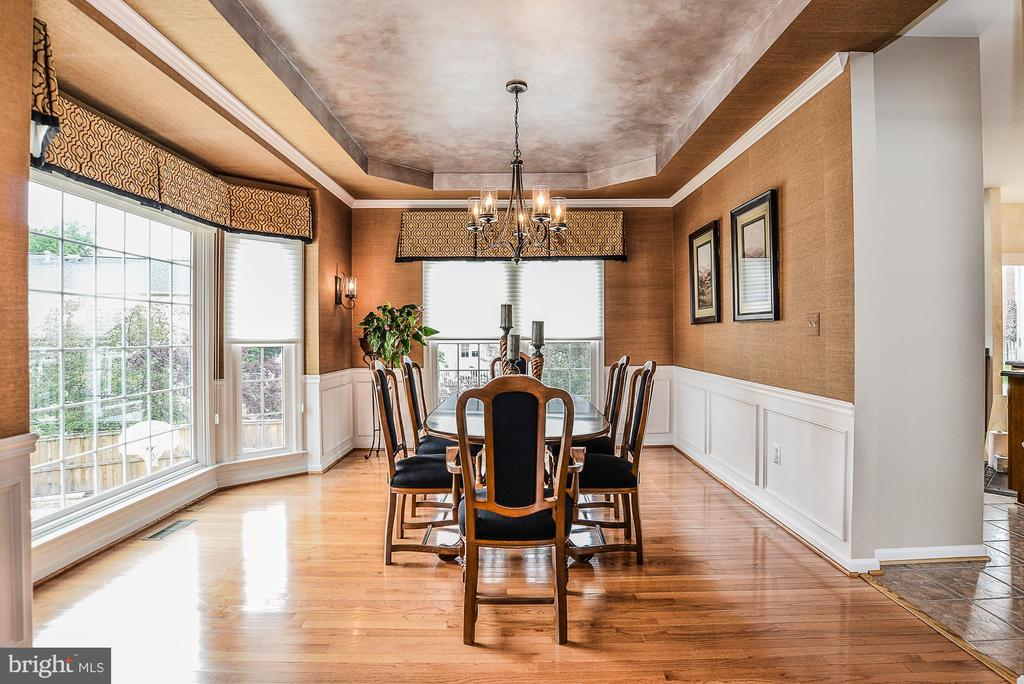 Formal Dining Room with Tray ceiling - 5713 REGAL CREST CT, CLIFTON