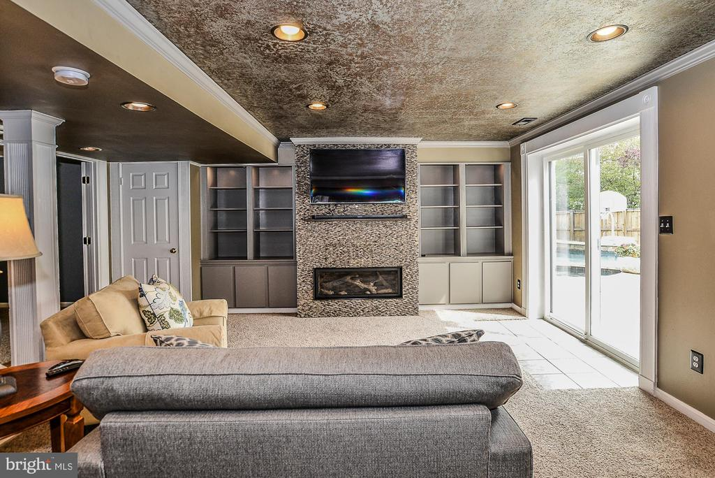 Stone Fireplace and Built-in Shelving - 5713 REGAL CREST CT, CLIFTON