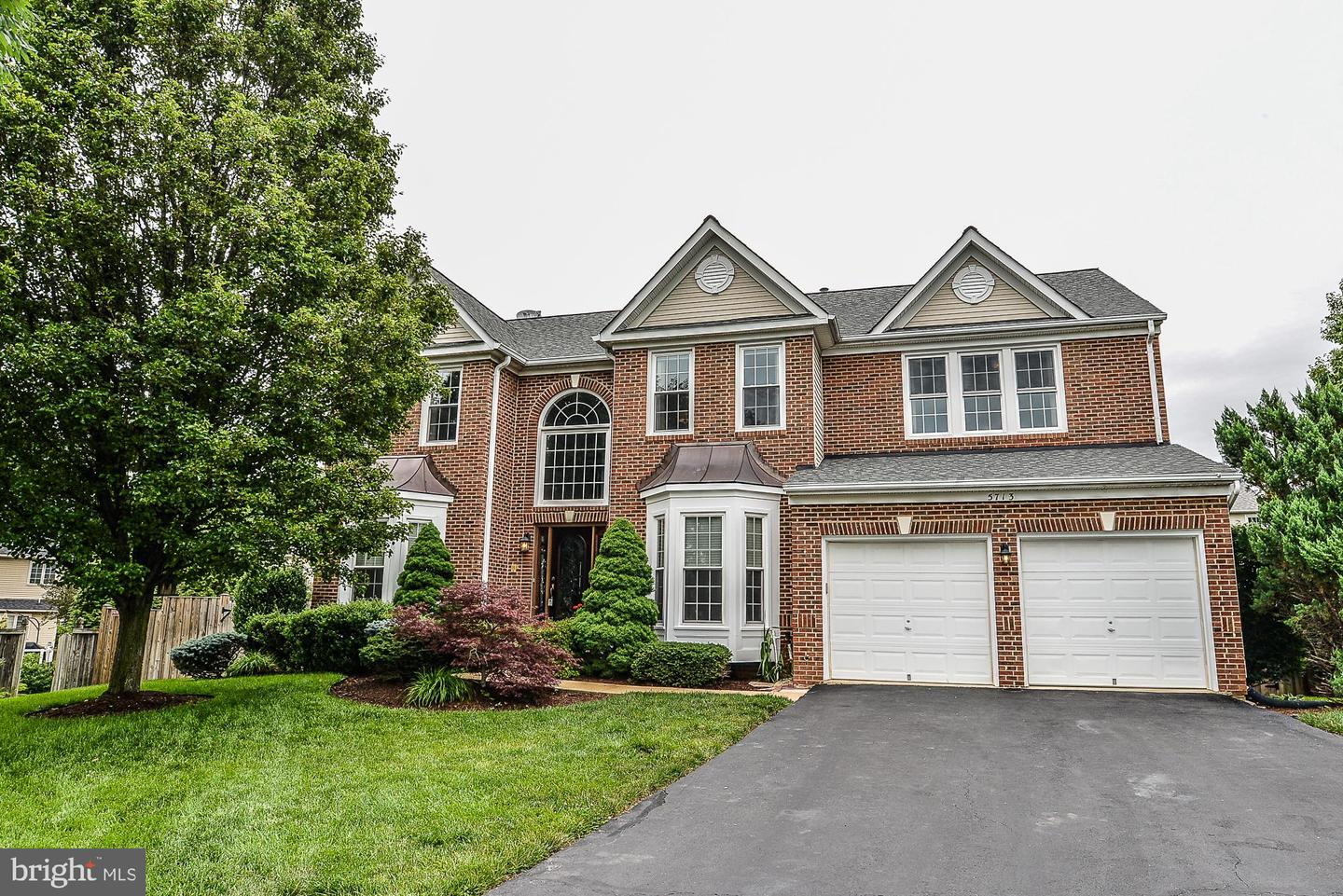 Single Family for Sale at 5713 Regal Crest Ct Clifton, Virginia 20124 United States