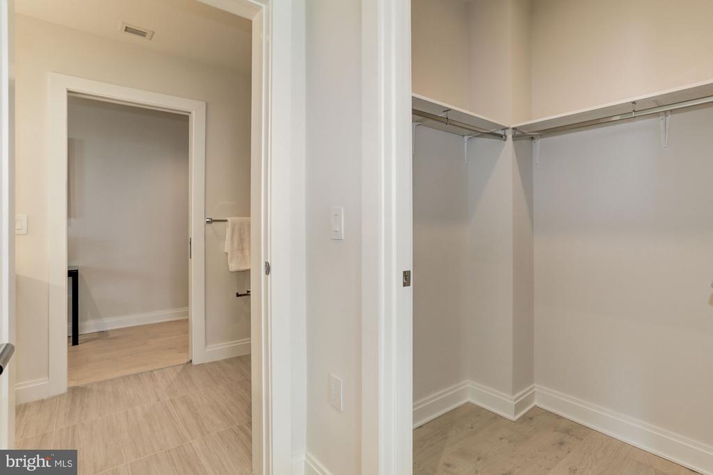 Custom walk-in closets - 1427 RHODE ISLAND AVE NW #PH3, WASHINGTON