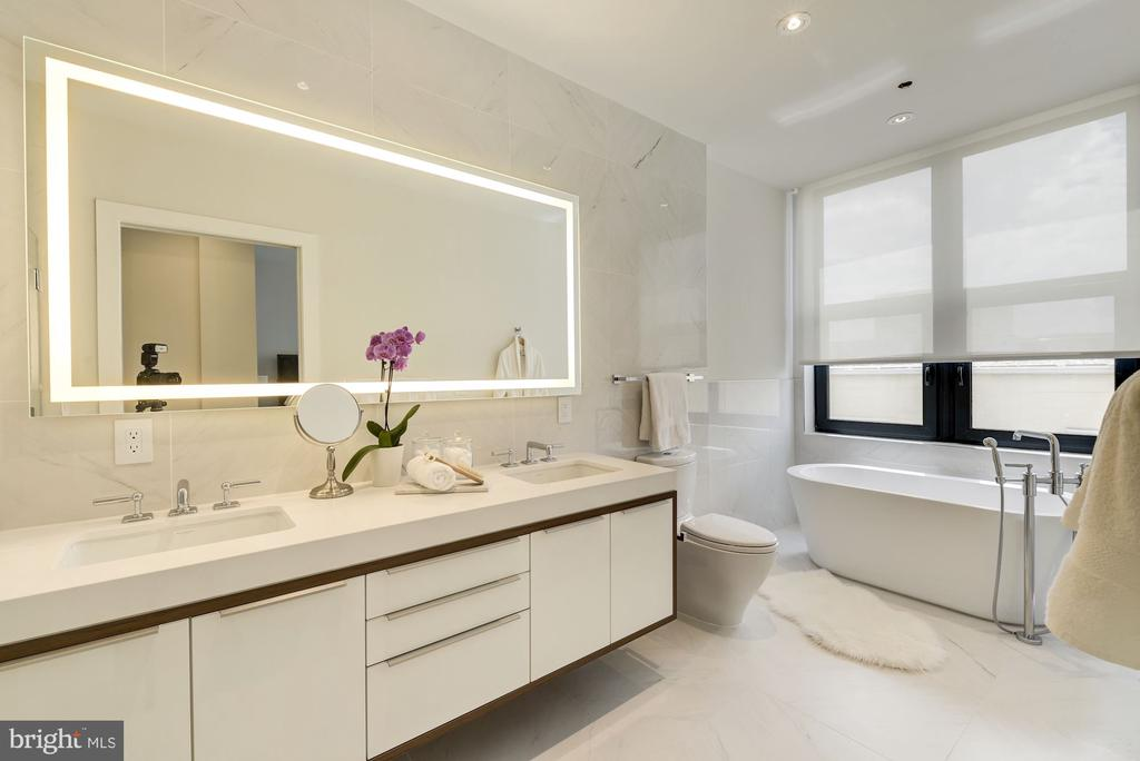 double vanity and a free-standing soaking tub - 1427 RHODE ISLAND AVE NW #PH3, WASHINGTON