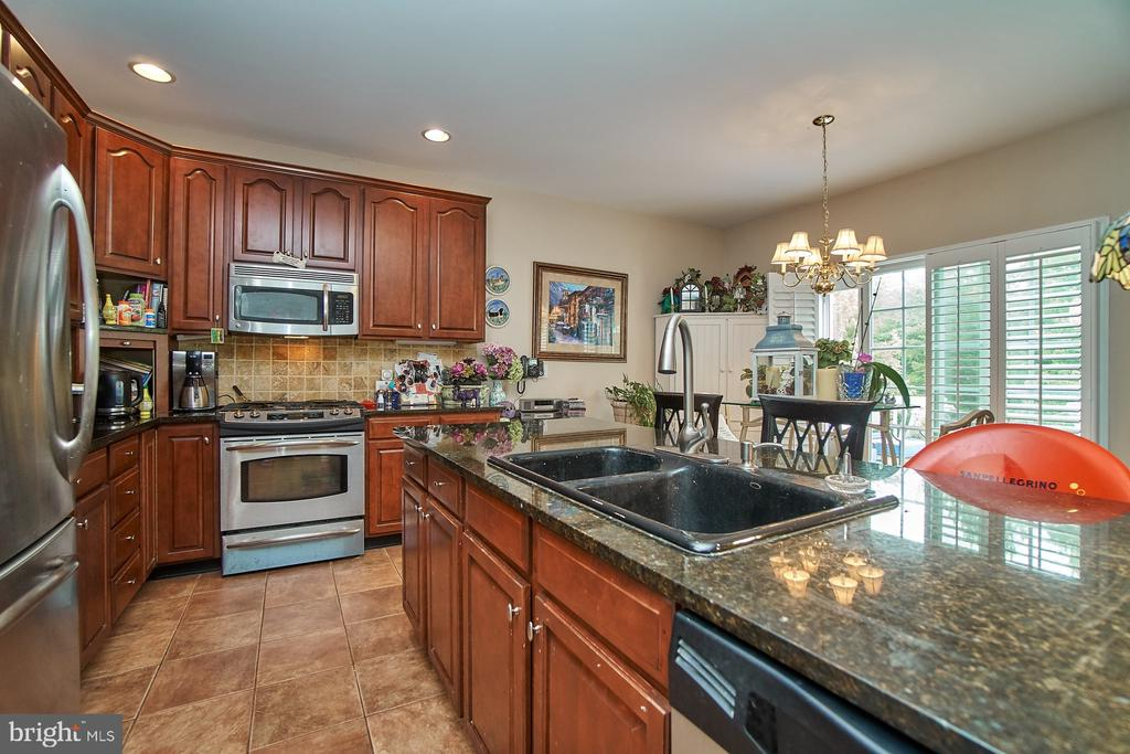 Gourmet Kitchen - 5642 WHEELWRIGHT WAY, HAYMARKET