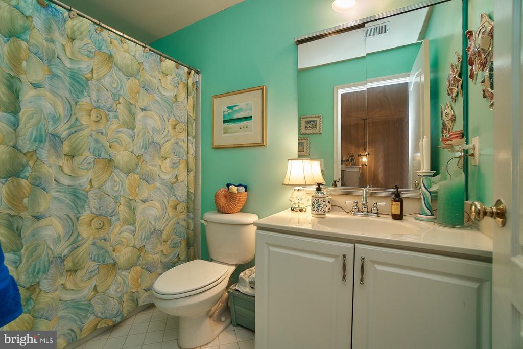 Second Upper Level Bath - 5642 WHEELWRIGHT WAY, HAYMARKET