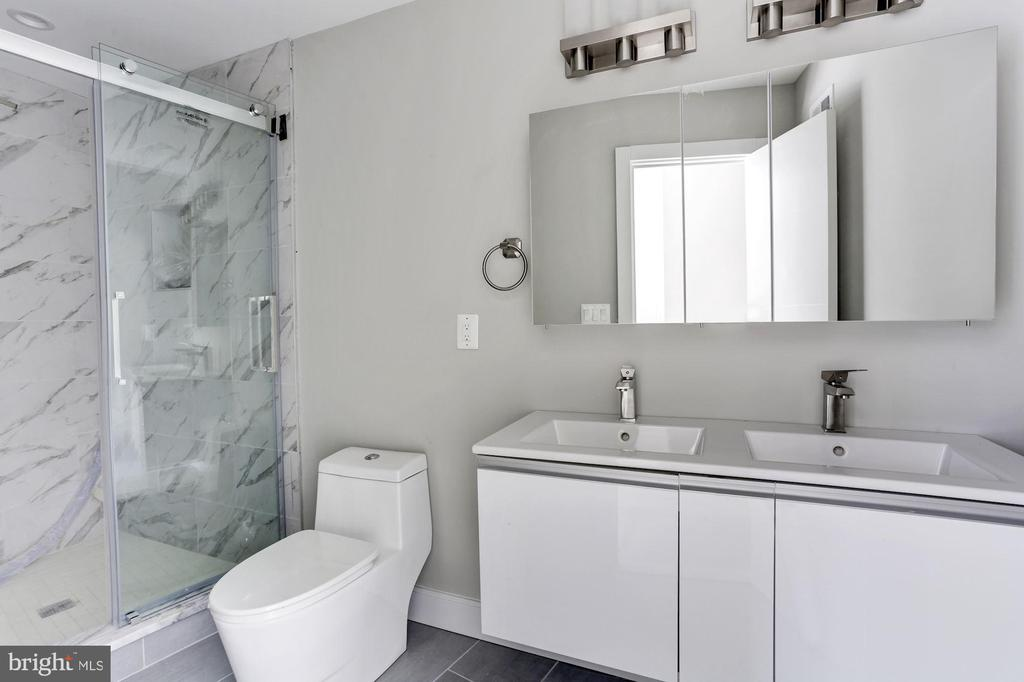 ensuite with double vanities - 1100 ALLISON ST NW #101, WASHINGTON