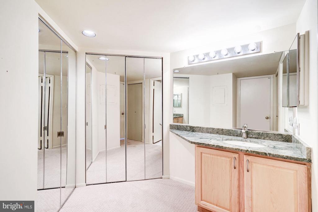Bathroom / Dressing Room - 2100 LEE HWY #314, ARLINGTON